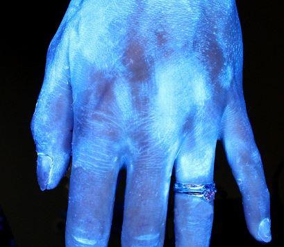 cbf4b7e12d Ποιος τρόπος πλυσίματος αφαιρεί τα περισσότερα βακτήρια  Τεστ με ...