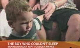 Δείτε το παιδί που έμενε 24 ώρες  το 24ωρο άυπνο -BINTEO