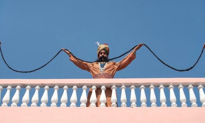 """Ο Ινδός μουστακαλής με το """"μαμούθ"""" μουστάκι! Βίντεο"""