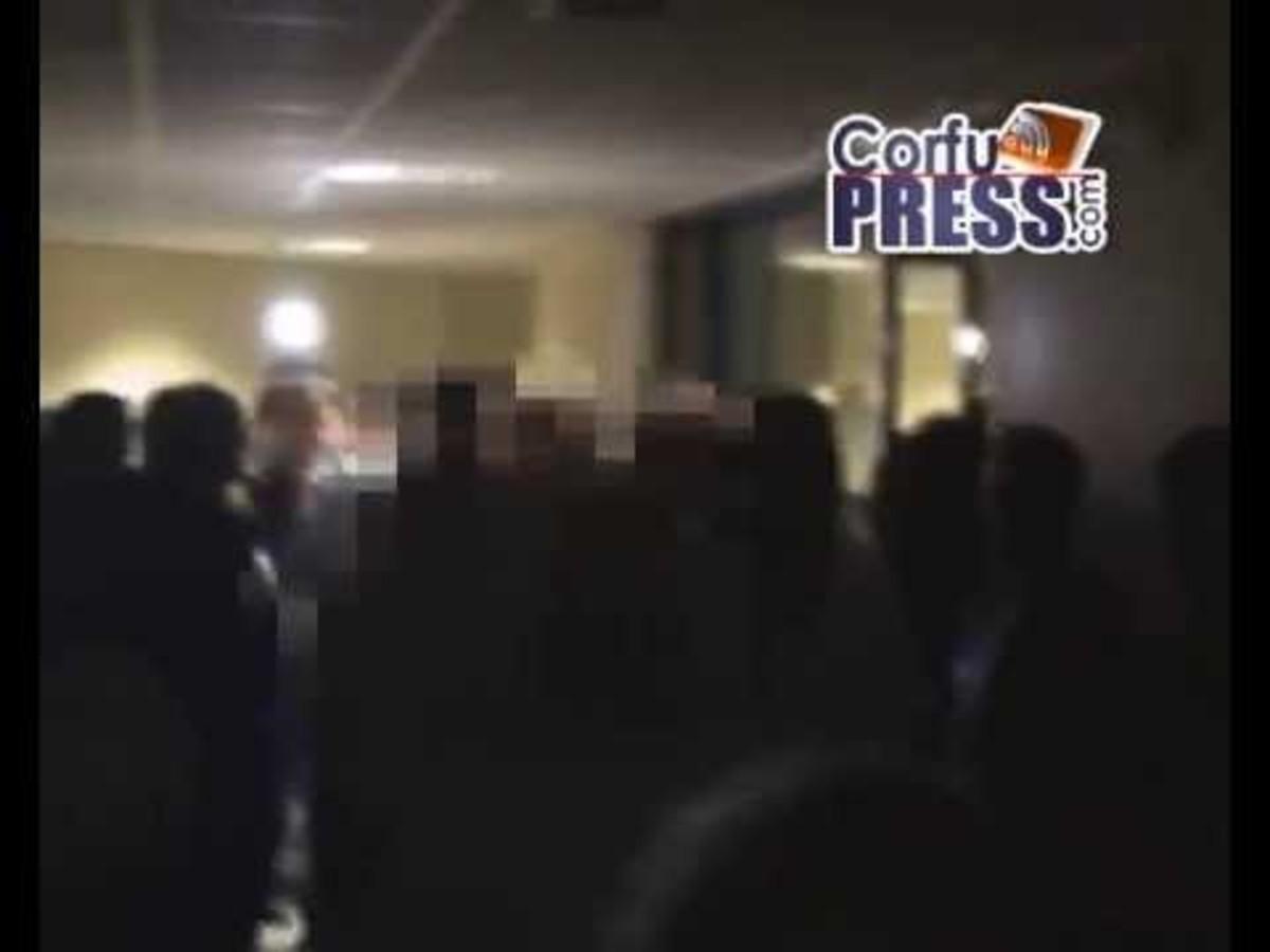 Σκηνές Φαρ Ουέστ στο νοσοκομείο Κέρκυρας! Οι απολύσεις Άδωνι και οι αντιδράσεις-Βίντεο ντοκούμεντο