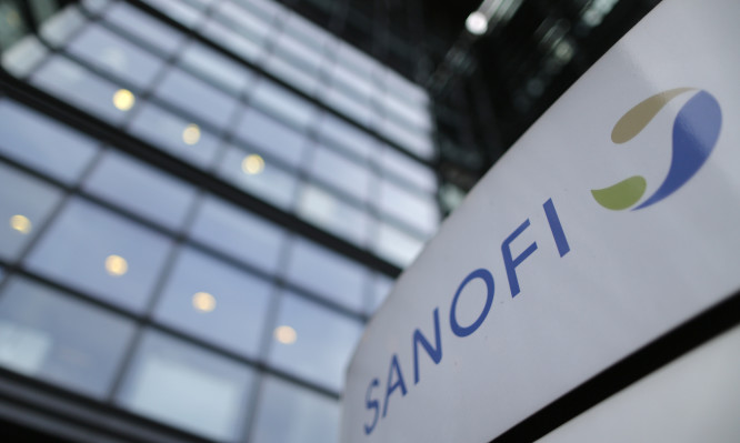 A logo is seen in front of the entrance at the headquarters French drugmaker Sanofi in Paris October 30, 2014. Sanofi's board ousted its chief executive of six years on Wednesday, criticising him for an authoritarian management style that was often popular with investors as he lifted the French drugmaker onto the global stage.  REUTERS/Christian Hartmann (FRANCE - Tags: BUSINESS LOGO HEALTH) - RTR4C79Q