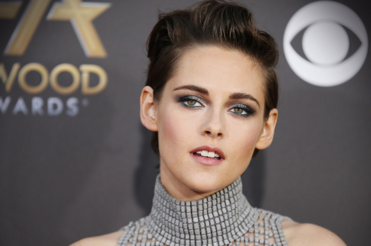 Actress Kristen Stewart arrives at the Hollywood Film Awards in Hollywood, California November 14, 2014. REUTERS/Danny Moloshok (UNITED STATES - Tags: ENTERTAINMENT) - RTR4E7W9
