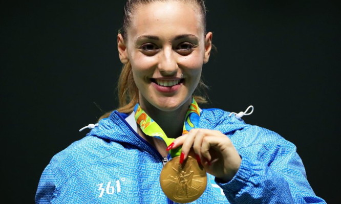 epa05468588 Anna Korakaki of Greece poses with her gold medal on the podium after winning the women's 25m Pistol competition of the Rio 2016 Olympic Games Shooting events at the Olympic Shooting Centre in Rio de Janeiro, Brazil, 09 August 2016.  EPA/ARMANDO BABANI