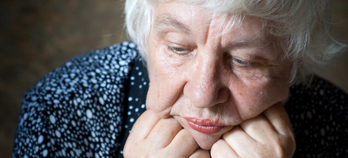 depressed-oldwoman-660