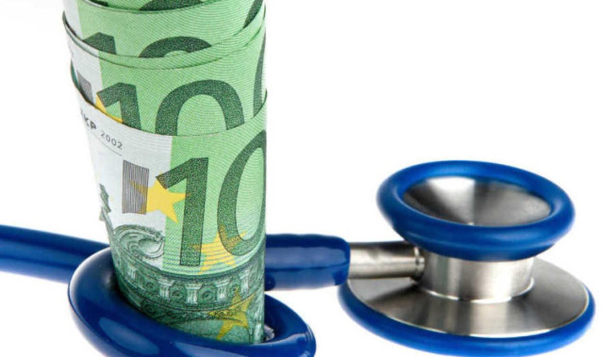 Symbolbild für Kosten für Gesundheit mit Euro und Stethoskop