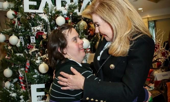 Όπως κάθε χρόνο έτσι και φέτος το Χριστουγεννιάτικο Bazaar του Συλλόγου  Φίλων Παιδιών με καρκίνο «ΕΛΠΙΔΑ» επιφυλάσσει πολλές και πολύ ευχάριστες  εκπλήξεις ... ef08d99656f
