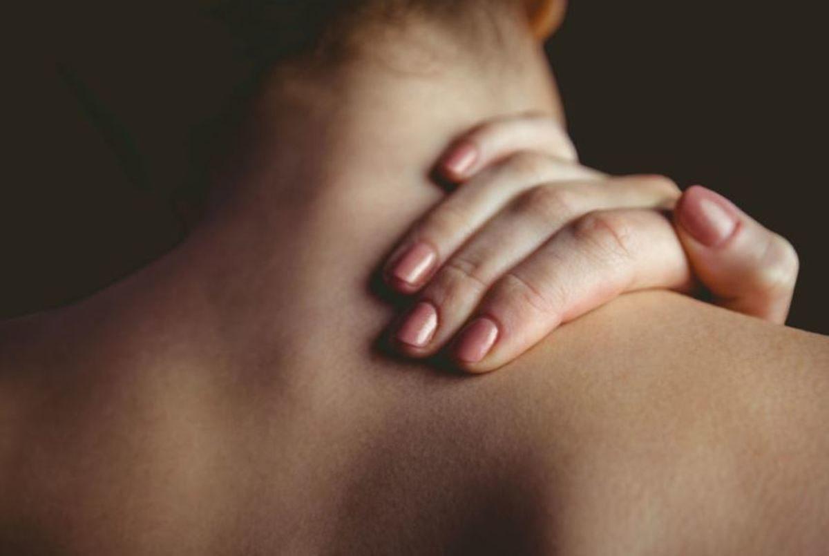 που βγαίνει με κάποιον με χρόνιο πόνο στην πλάτη
