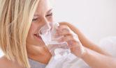 νερό με άδειο στομάχι