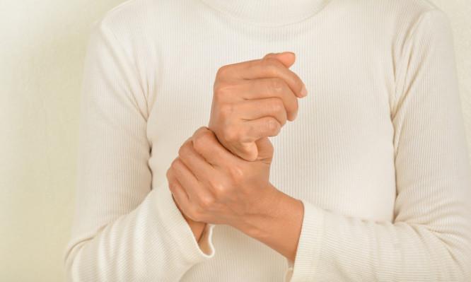 wrist pain older women