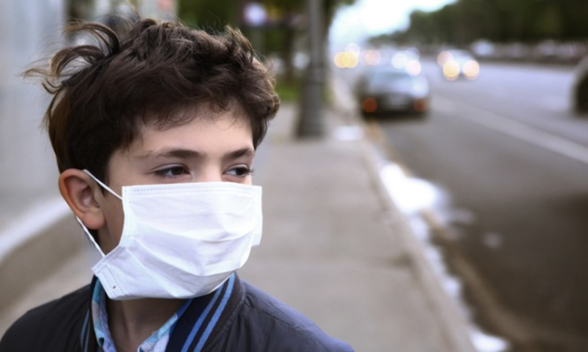 teenager-boy-in-protection-mask-on-the-highway-city-picture-id852229954