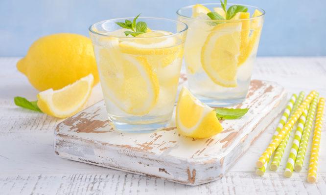 νερό με λεμόνι