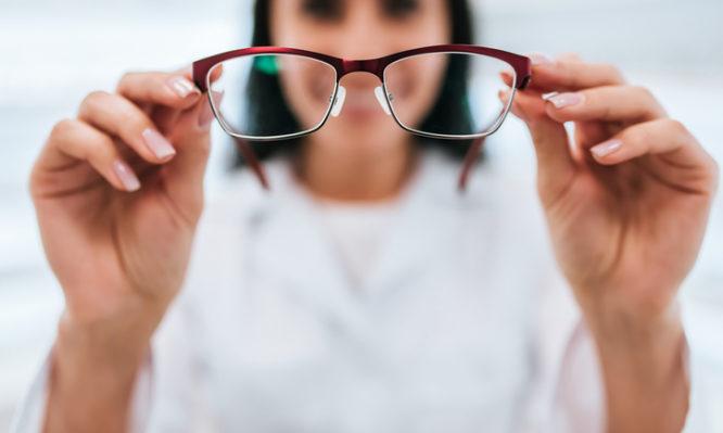 6b89332a35 Γυαλιά οράσεως  «Παγώνει» ο νόμος για τα voucher  - Iatropedia.gr