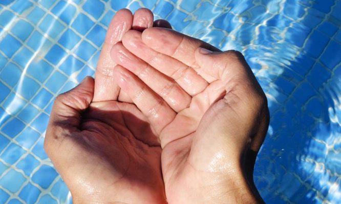 """δάχτυλα που """"ζαρώνουν"""""""